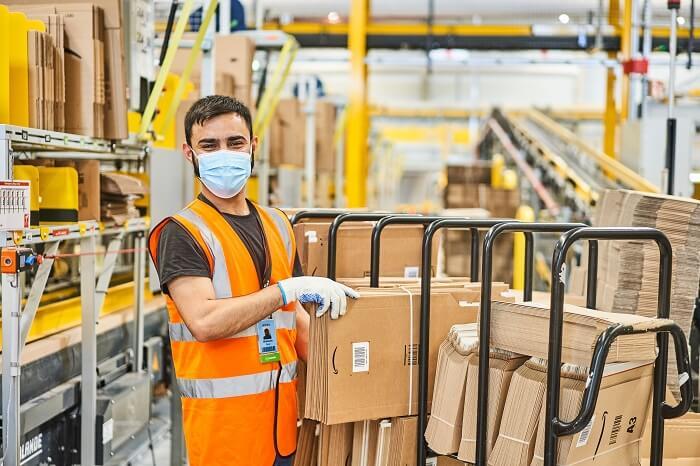 Amazon-Arbeiter im Lager