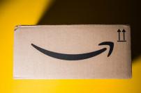 Lächelndes Amazon-Paket