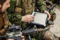 Soldaten mit Laptop