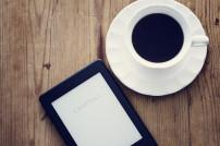 E-Book-Reader auf Schreibtisch