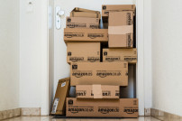 Berg von Amazon-Paketen
