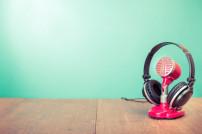 Kopfhörer und Mikrophone