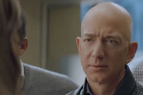 Jeff Bezos im Super-Bowl-Werbespot von Amazon