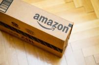 Amazon-Paket auf dem Boden