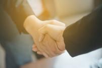 Deal zwischen Geschäftsleuten