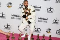 Drake mit Trophäen