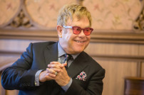 Elton John bei einem Interview