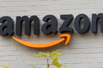 Amazon Logo an Hauswand