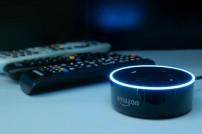 Echo Dot vor Fernbedienungen