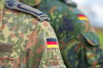 Militärischer Mitarbeiter in Nahaufnahme
