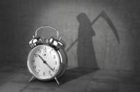 Uhr schlägt Schatten des Todes