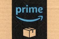 Amazon Prime Logo auf einem Paket