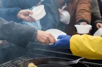 Essensvergabe an Bedürftige