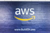 Wand mit AWS-Logo