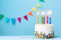 Geburtstagstorte und Girlande
