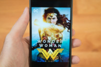 Wonder Woman auf einem Smartphone Screen