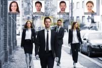 Menschen mit Gesichtserkennung