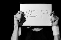 Schild mit dem Wort Help/Hilfe