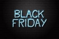 Black Friday in Leuchtschrift auf dunklem Grund