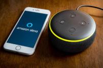 Echo Dot mit Smartphone