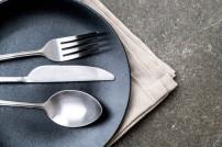 Amazon rückt warmes Essen in den Blick: Besteck auf einem Teller