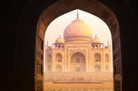 Blick durch einen indischen Torbogen