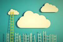 Wolken und Leiter Konzept Erfolg
