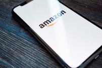 Amazon-Logo auf Smartphone