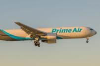 Flugzeug mit Amazon Prime Aufschrift