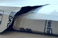 Aufgerissenes Paket von Amazon