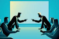 Zwei Parteien an einem Tisch, die sich streiten
