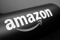 Bild einer Amazon-Flasche in Schwarz und Weiß