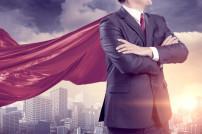 Geschäftsmann mit Superhelden-Umhang