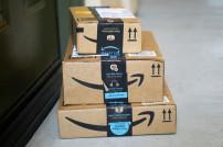 Amazon-Pakete vor Tür