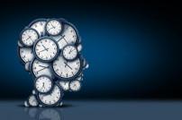 Menschlicher Kopf mit Uhren