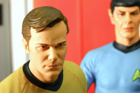 Nachgestellte Szene aus Star Trek mit Captain Kirk und Mr. Spock