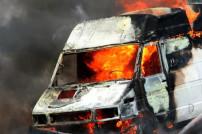 Brennender Transporter (Symbolbild)