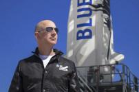 Jeff Bezos mit Rakete