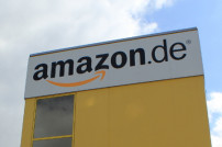 Amazon Logo am Turm