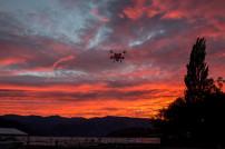 Drohne im Sonnenuntergang