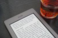 Amazon Kindle auf Tisch