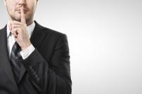 Ruhe bitte!: Finger am Mund