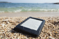 E-Book-Reader am Strand