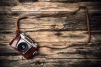 Alte Kamera auf Holz