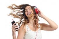 musikhörende Frau