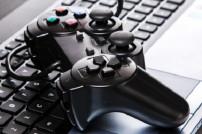 Gamepad auf einer Tastatur