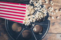 Filmrolle und Popcorn