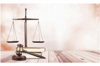 Waage, Gerichtsbuch und Hammer