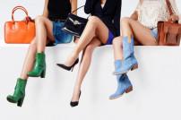 Drei Frauen mit Handtaschen
