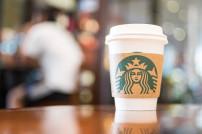 Kaffeebecher bei Starbucks